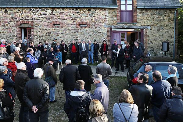 Allocutions devant le musée pour l'inauguration de l'exposition.