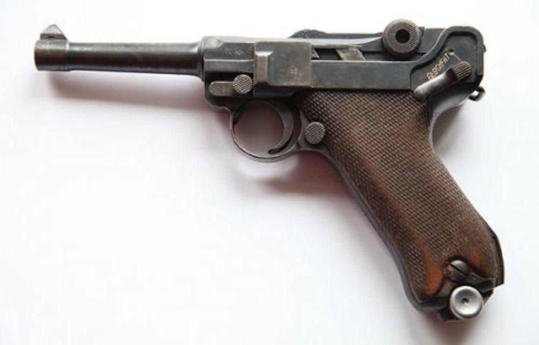 Pistolet Luger P 08 Erfurt<br><small>Longueur 21,3cm X Hauteur 14cm X Épaisseur 3,8cm</small>